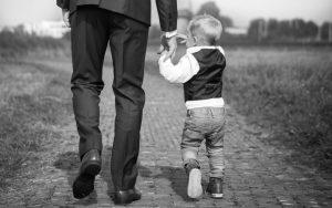 Geschenke für Papa: 12 Bücher, die Väter wirklich brauchen