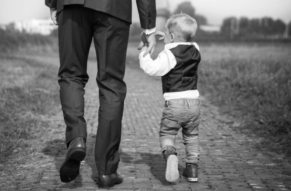 Gemeinsame Zeit mit Kindern: 6 Tipps für berufstätige Väter