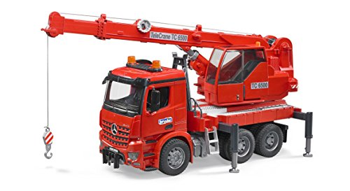 bruder 03670 MB Arocs Kran-LKW mit Light and Sound Modul, rot