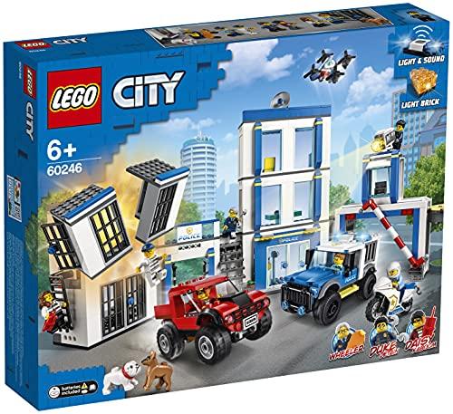 LEGO60246CityPolizeistation,Bausetmit2Trucks,Leucht-undSound-Steinen,DrohneundMo...